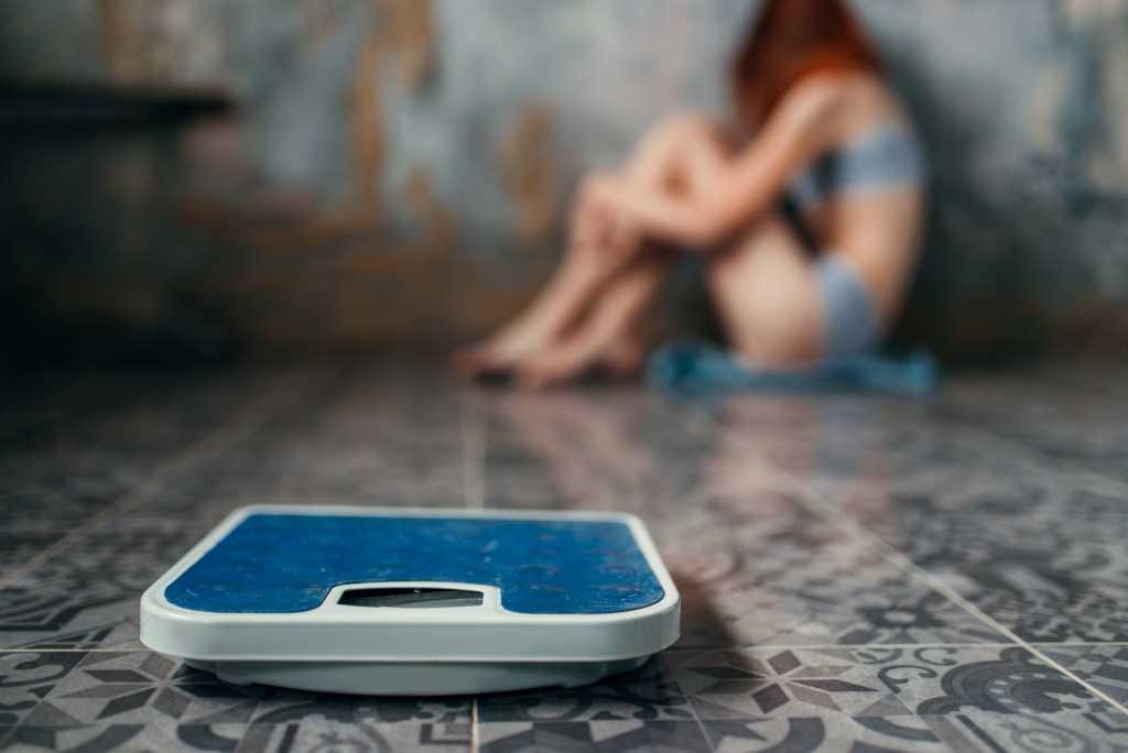 Bulimia Nervosa: Penyebab, Gejala, Komplikasi, Pengobatan