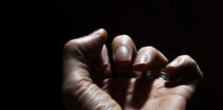 tangan-sering-kram-saat-tidur-doktersehat