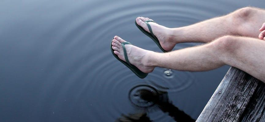 doktersehat-penderita-diabetes-pakai-sandal-jepit-kaki