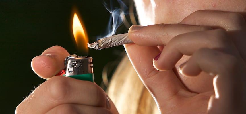 Awas, Ini Bahayanya Jika Kita Merokok Saat Berbuka Puasa