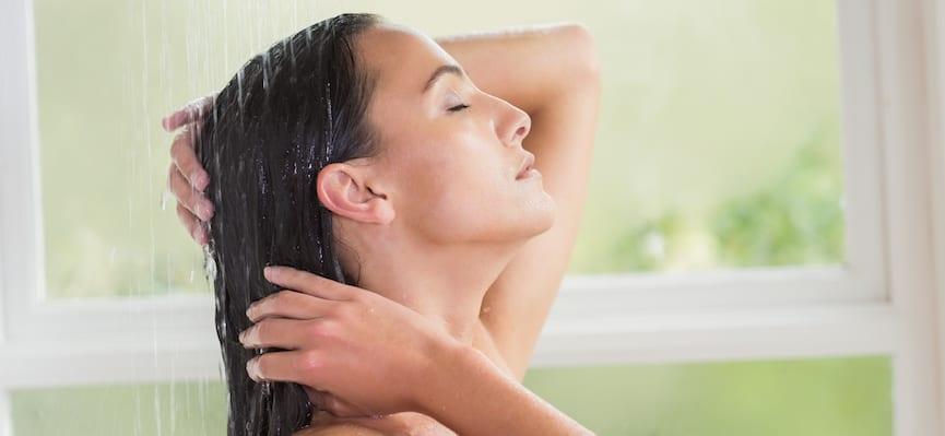 doktersehat-wanita-keramas-mandi-setelah-olahraga-berbahaya