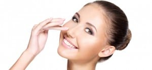 doktersehat-wanita-muka-wajah-cantik-make-up-aspirin-bersihkan-wajah
