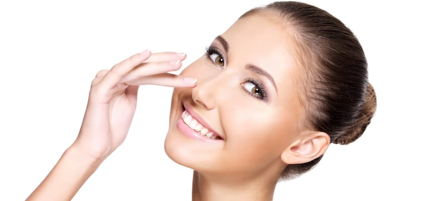 doktersehat-face-to-face lady-beautiful-make-up-aspirin-wash-face