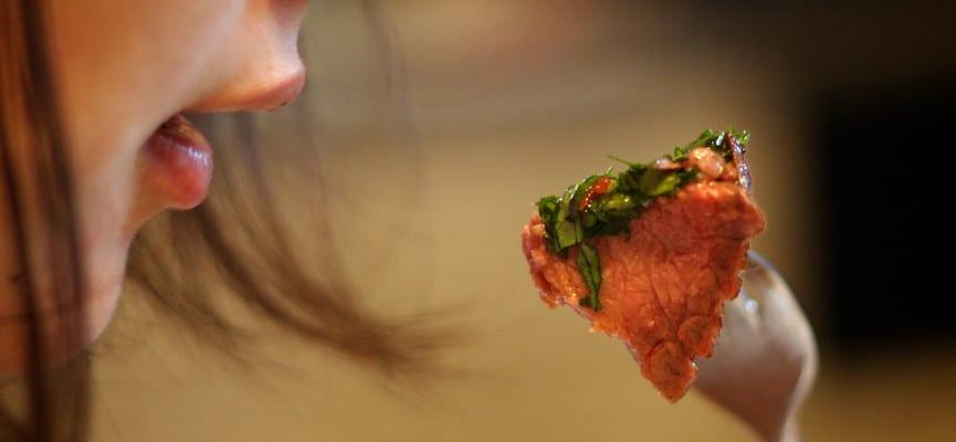 Apa yang Terjadi Pada Tubuh Jika Kita Makan Terlalu Cepat?