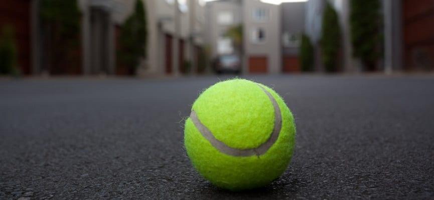 Akan Melakukan Perjalanan Dengan Naik Pesawat? Bawalah Bola Tenis