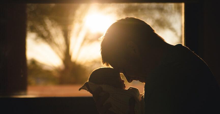 Ini yang Terjadi Jika Ayah Ikut Merawat Bayi