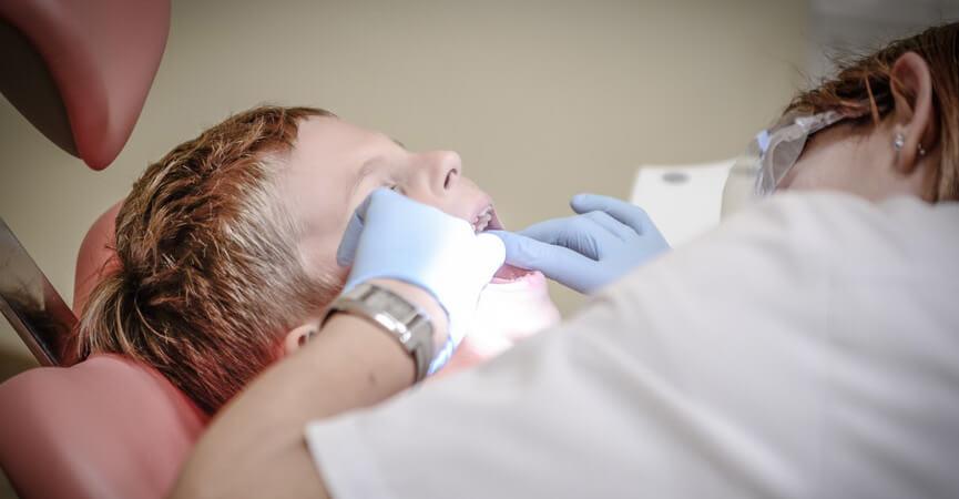 Kenali Gejala Periodontitis pada Anak dan Pengobatannya