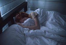 doktersehat-kesalahan-tidur-merusak-rambut
