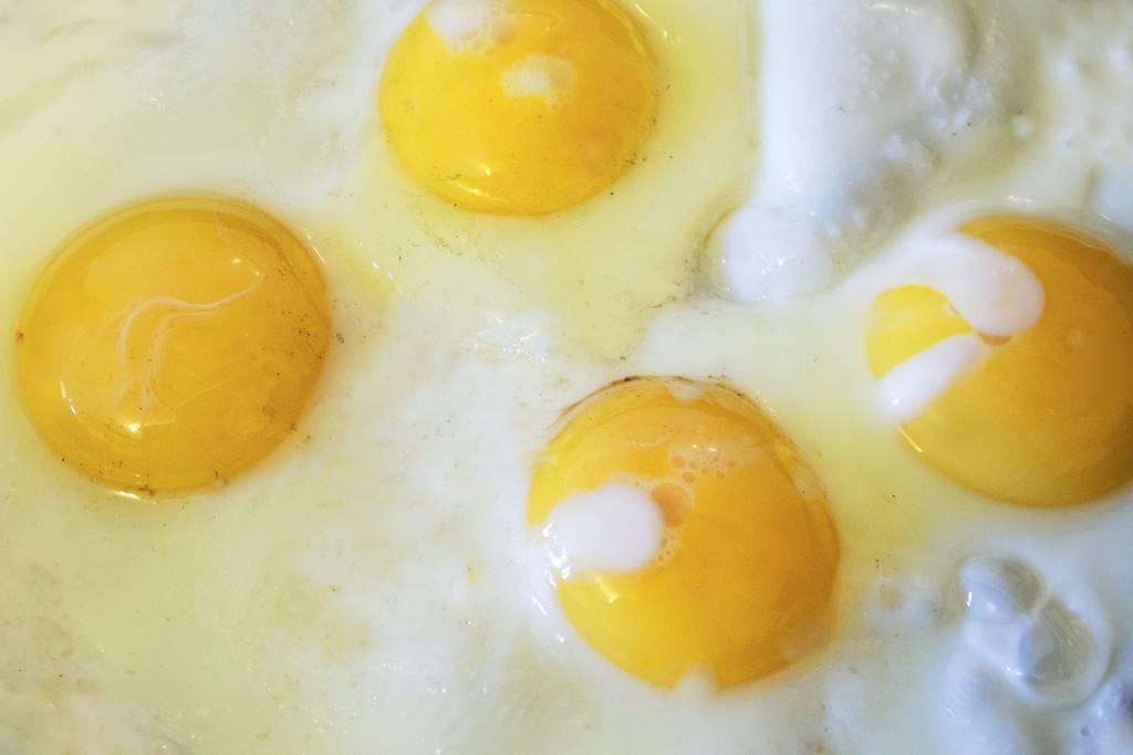Penderita Kolesterol Tinggi Tidak Boleh Makan Kuning Telur?