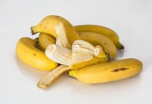 kulit-pisang-untuk-jerawat-doktersehat-1