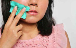14 Penyebab Kulit Berminyak pada Wanita dan Pria