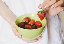 strawberry-memutihkan-gigi-doktersehat-1