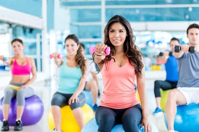 Rutin Nge-Gym Tapi Berat Badan Tak Kunjung Berkurang? Ini Alasannya