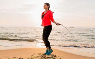 10 Manfaat Lompat Tali Setiap Hari untuk Diet hingga Kesehatan Tubuh