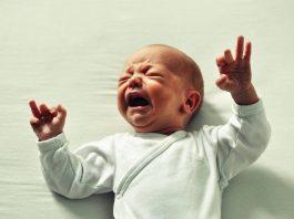 begini-arti-bahasa-bayi-saat-menangis-doktersehat