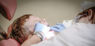 penyebab-gigi-anak-hitam-doktersehat