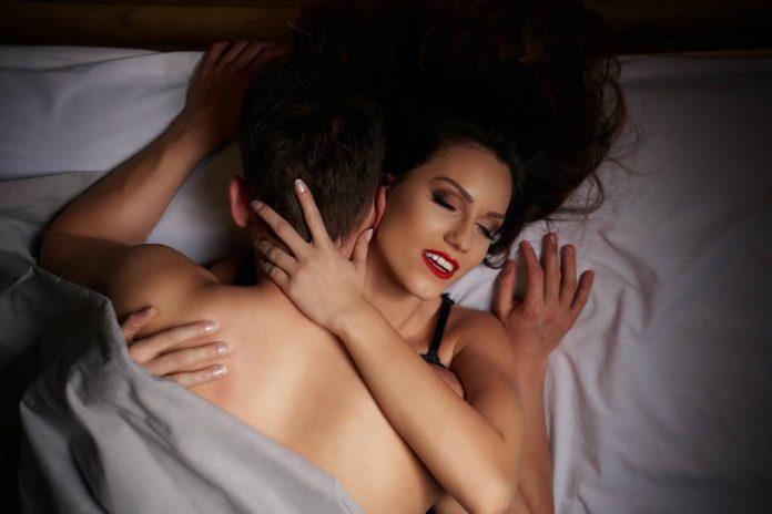 meningkatkan-performa-seks-pria-doktersehat