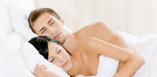 tidur-dengan-telanjang-doktersehat