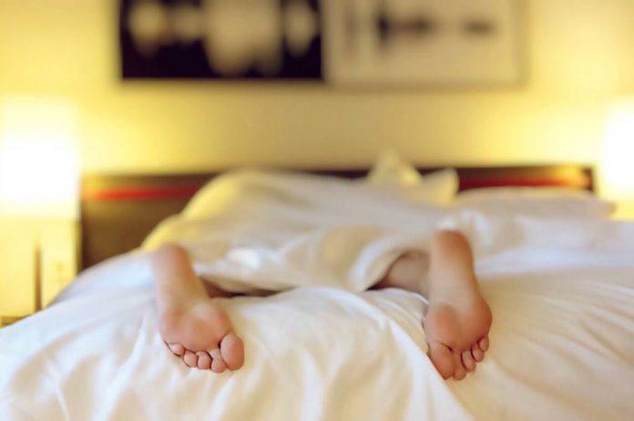 sering-kentut-saat-tidur-doktersehat