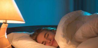 manfaat-tidur-pakai-selimut-doktersehat
