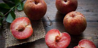 cara-makan-buah-plum-doktersehat