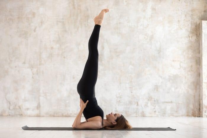 gambar-gerakan-yoga-agar-cepat-hamil-supported-shoulderstand-pose-doktersehat