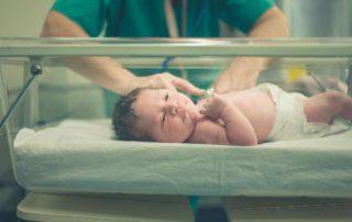 risiko-covid-19-pada-bayi-baru-lahir-doktersehat