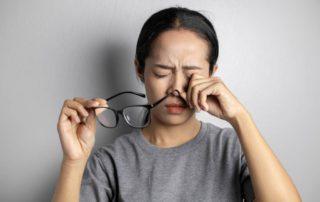 penyebab mata kedutan doktersehat