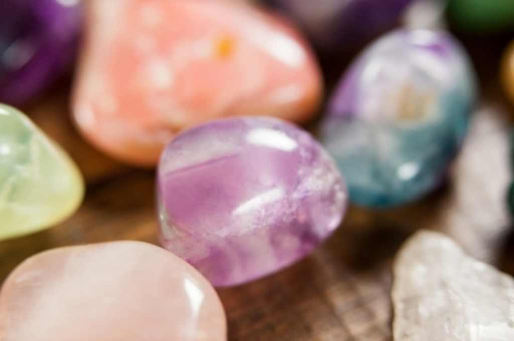 Crystal Healing Therapy: Manfaat, Cara Kerja, Efek Samping, dll
